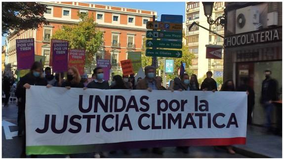 Manifestación por un tren público y sostenible, entre Tirso de Molina y Atocha (Madrid). Foto: UP