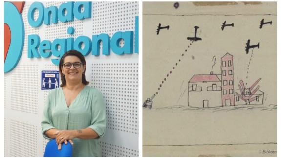 Clara Alarcón junto a unos de los dibujos de los niños de la Colonia de Lobosillo