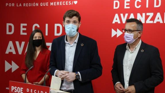 Omar Anguita y Diego Conesa durante la rueda de prensa. PSRM-PSOE