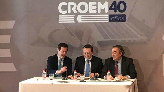 Rosell (dcha.) junto Albarracín (centro) y Garamendi, presidente de CEPYME (izda.)