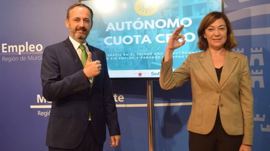 Celdrán junto a Severa González, directora general del SEF