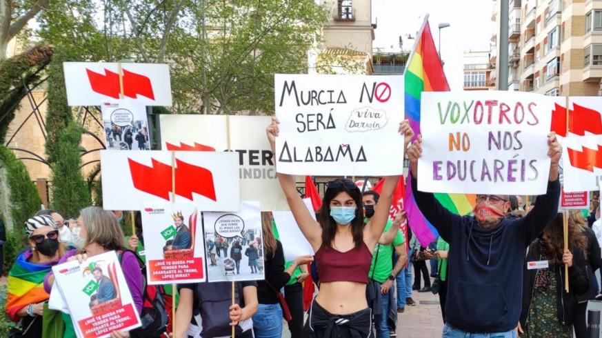 Protesta frente a San Esteban el pasado jueves para que Educación no pase a manos de VOX. ORM