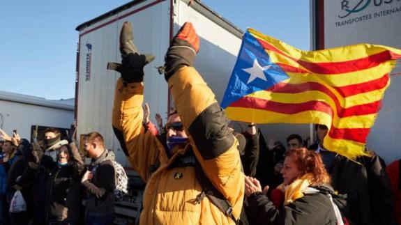 VIVA LA RADIO. Más de tres mil transportistas de la Región atrapados en la frontera con Francia
