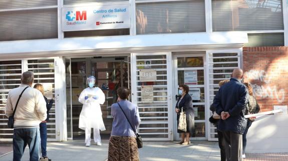 Cola en un centro de salud de Madrid