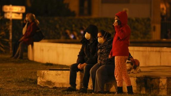 Vecinos de Granada, salen a la calle tras varios terremotos consecutivos