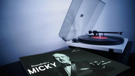 Tocadiscos y portada del disco 'Desmontando a Micky'