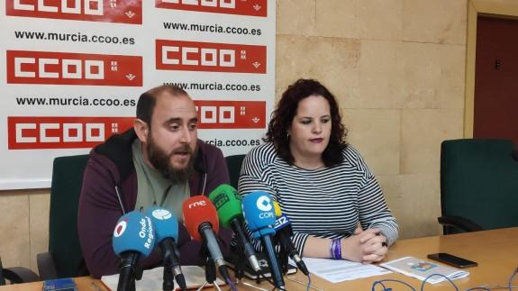 Jorge Castillo y Nuria Sánchez, de la federación de Enseñanza de CCOO.