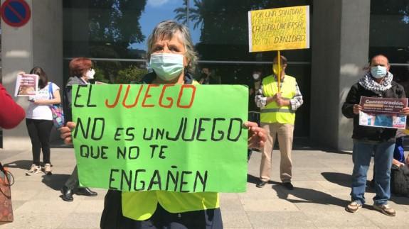Medio centenar de personas se ha concentrado en Murcia este sábado para pedir una sanidad pública de calidad