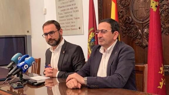 A la izquierda Diego José Mateos, alcalde de Lorca