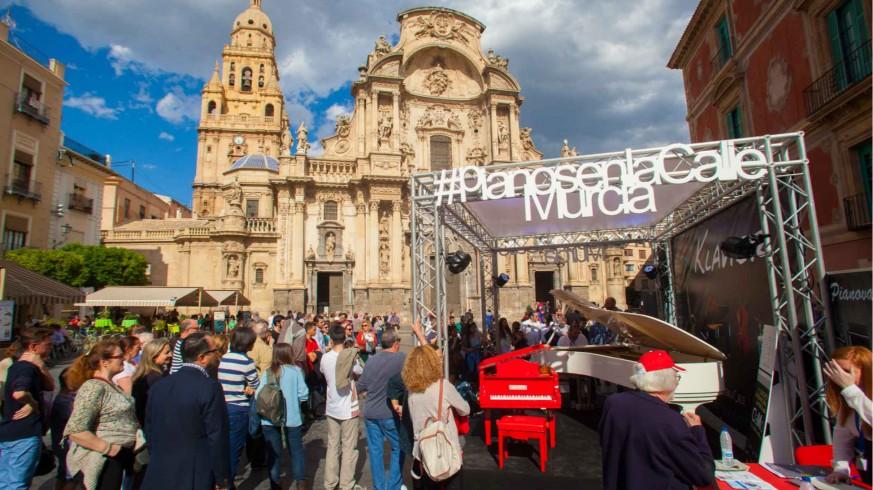 EL ROMPEOLAS. 'Pianos en la calle' este sábado en Murcia