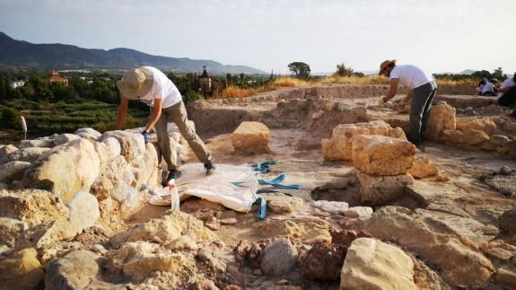 Arqueólogos trabajando en Cabezuelas