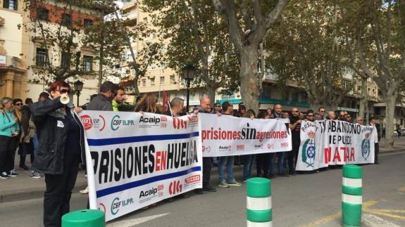 Protesta esta mañana frente a la delegación del Gobierno