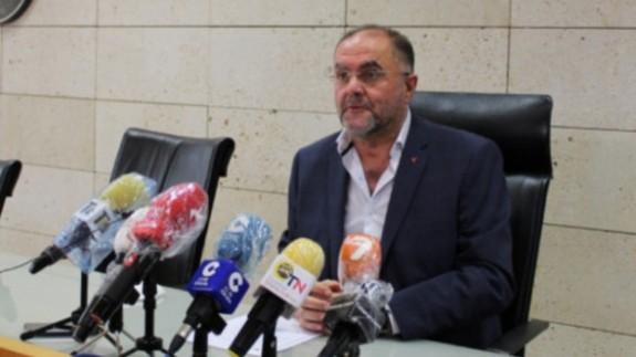 Juan José Cánovas, alcalde de Totana durante una rueda de prensa