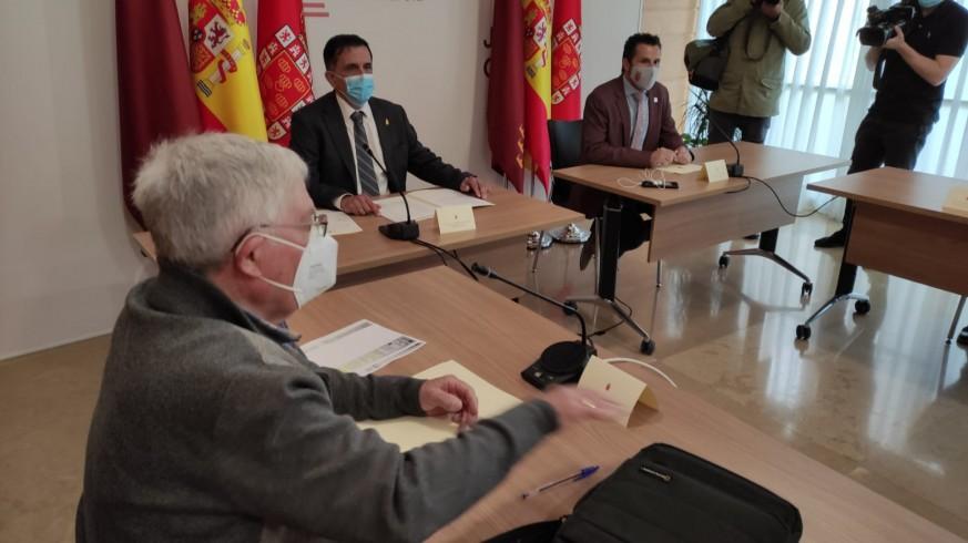 Imagen de la reunión mantenida esta mañana en el Ayuntamiento de Murcia. ORM