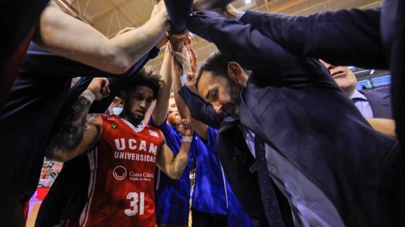 Sito Alonso seguirá contando con Booker en su equipo. Foto: UCAM Murcia