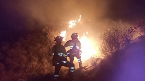 Trabajos de los efectivos del Plan INFORMUR en el incendio en la Sierra de la Carrasquilla. 112MURCIA