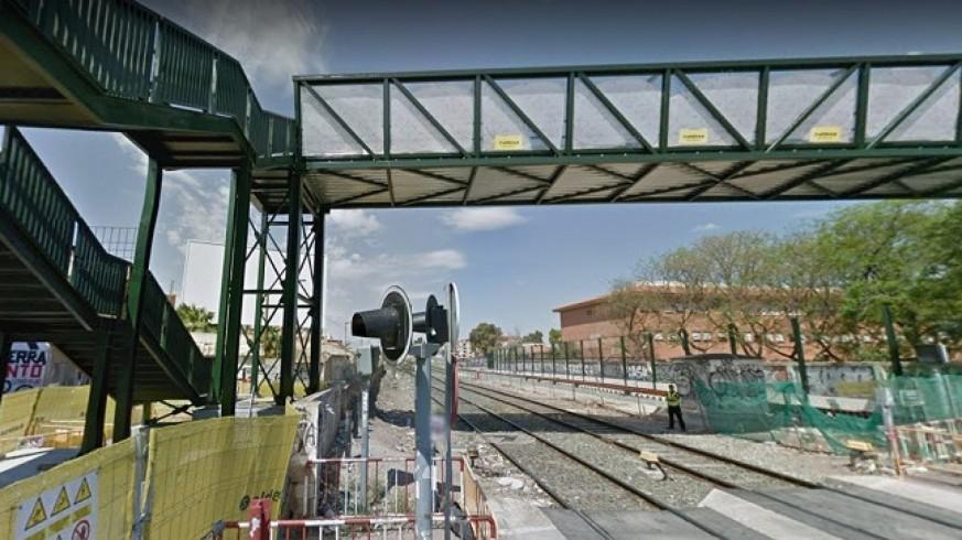 ADIF comienza a desmontar la pasarela peatonal de Santiago el Mayor en Murcia