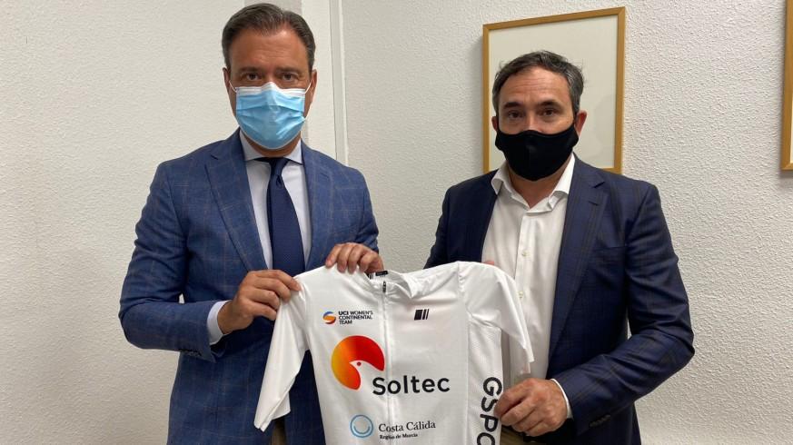 El consejero Marcos Ortuño, junto a Nino Oliver. Foto: CARM