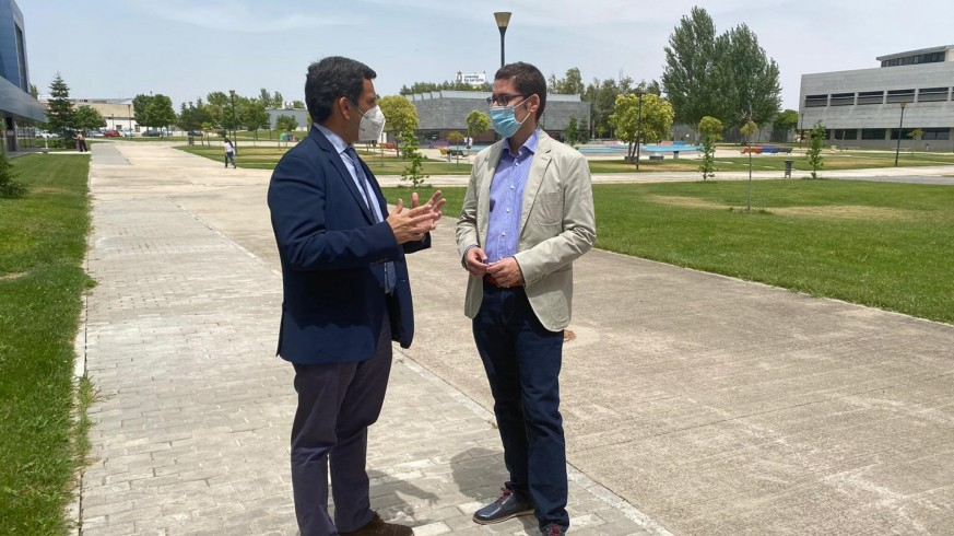 Díez de Revenga y el profesor Roberto Villa tras la reunión mantenida en Madrid este martes