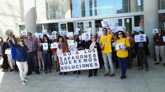 Concentración de trabajadores en la Ciudad de la Justicia de Murcia