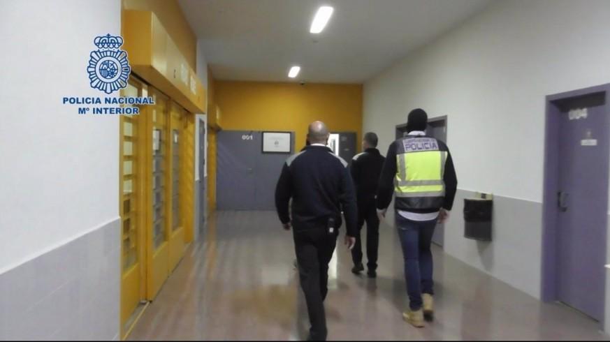 Momento de la detención de un preso en Murcia por yihadismo en una operación de la Policía Nacional