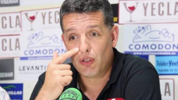 Alejandro Sandroni, entrenador del Yeclano