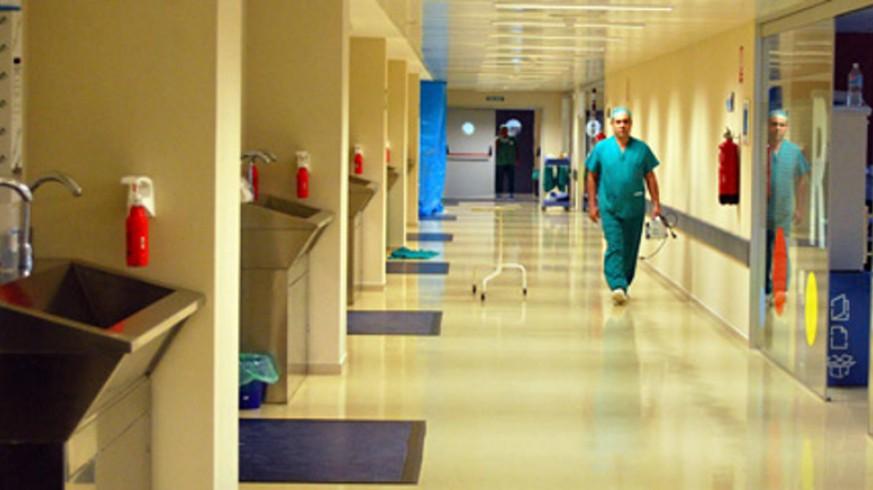 Pasillo de un hospital del Servicio Murciano de Salud. SMS