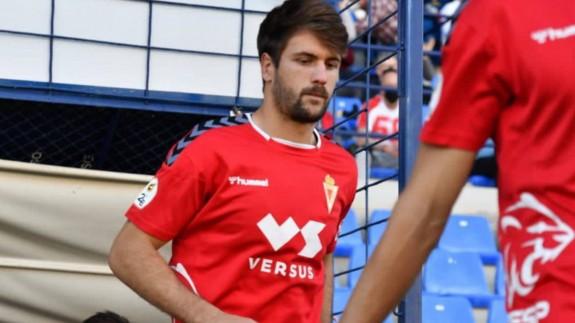 Mario Abenza, con el Real Murcia, saltando a La Condomina, su futuro estadio. Foto: Real Murcia