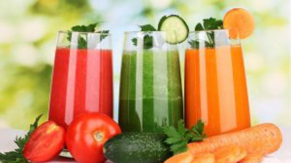 """VIVA LA RADIO: Aprende a comer de manera saludable. Dieta Detox. Hacer """"cleansing"""" para limpiar el organismo de toxinas... Usted lo que necesita es un trasplante de hígado."""