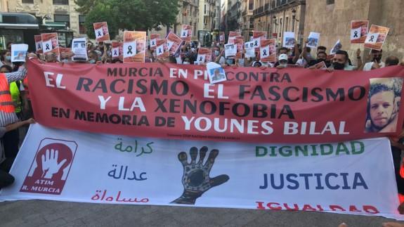 Manifestación contra el racismo y en recuerdo de Younes, este viernes en Murcia. ORM