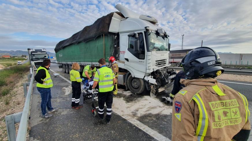Los servicios de emergencia, en el lugar del accidente.