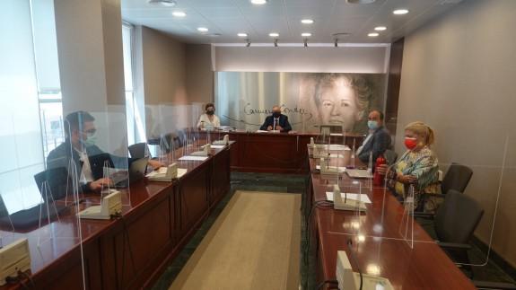 La Mesa de la Comisión de Economía. ASAMBLEA REGIONAL