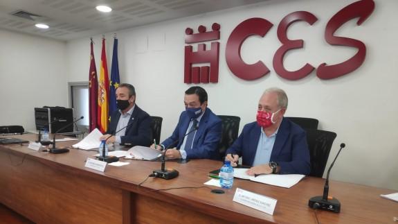 Santiago Navarro (CCOO), José María Albarracín (CROEM) y Antonio Jiménez (UGT)