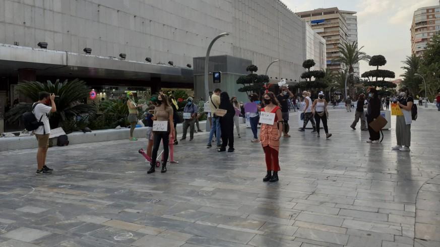 Performance en Murcia por la muerte de animales