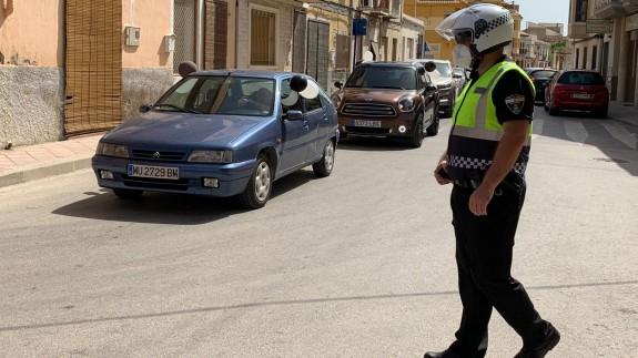 Vecinos de La Algaida protestan en sus coches. Foto: C. Caballero
