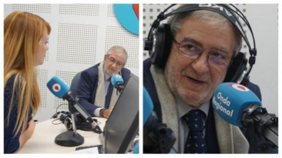 """Alberto Castillo, presidente de la Asamblea Regional en """"El Rompeolas"""" con Lucía Hernández ( fotografía de archivo)"""