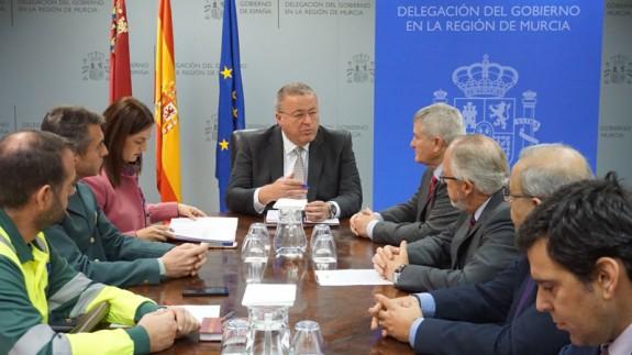 Reunión del Delegado del Gobierno con las organizaciones empresariales de conductores profesionales