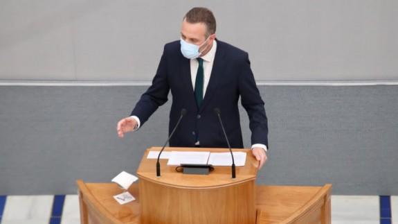 Joaquín Segado en el atril de la Asamblea Regional