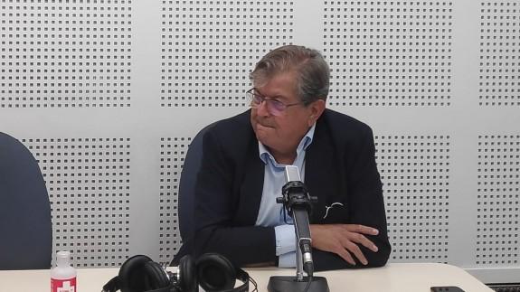 Ramón Madrid en los estudios de Onda Regional