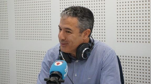 Fernando Gómez en los estudios de Onda Regional
