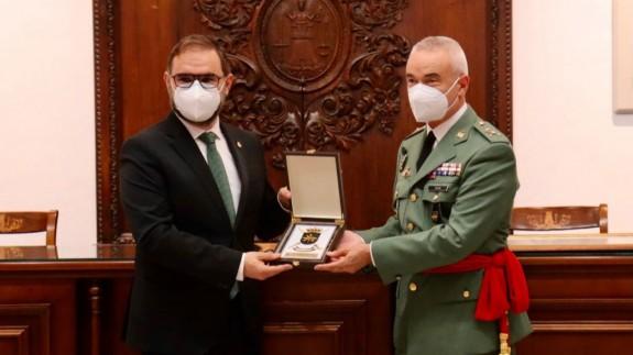 El Ayuntamiento de Lorca recibe al general lorquino Melchor Marín