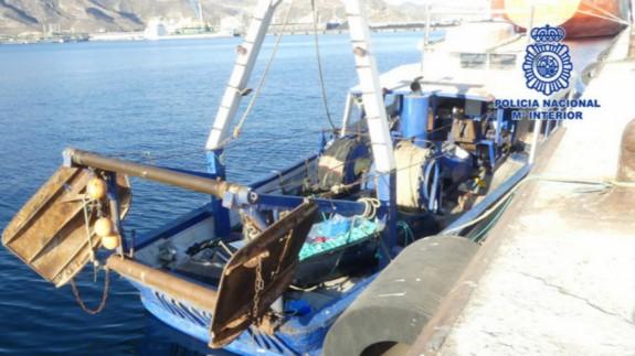 Pesquero argelino interceptado el pasado viernes. POLICÍA NACIONAL