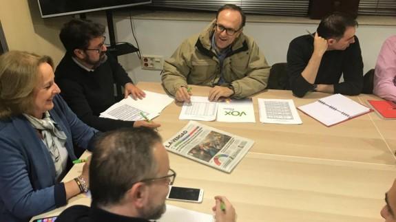 Los diputados electos de VOX en la reunión celebrada hoy