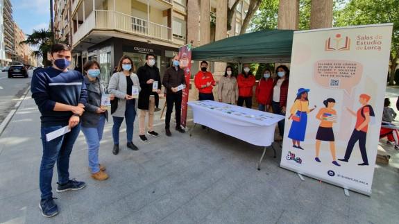 La Concejalía de Juventud de Lorca instala un punto informativo en La Alameda de la Constitución