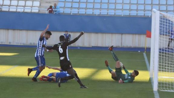 Imagen del que puede ser el último derbi Lorca FC-Lorca Deportiva. Foto: Diego Pérez Terrones