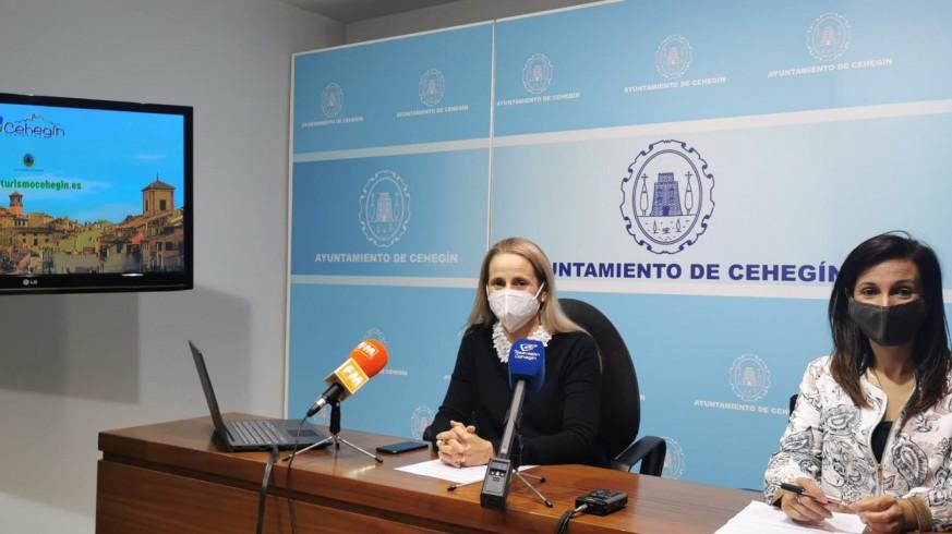 Alicia del Amor, Alcaldesa de Cehegín, y Loli Agudo, responsable del área de Turismo