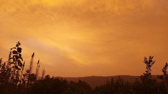Amanecer rojizo en la Región de Murcia por la calima de origen africano