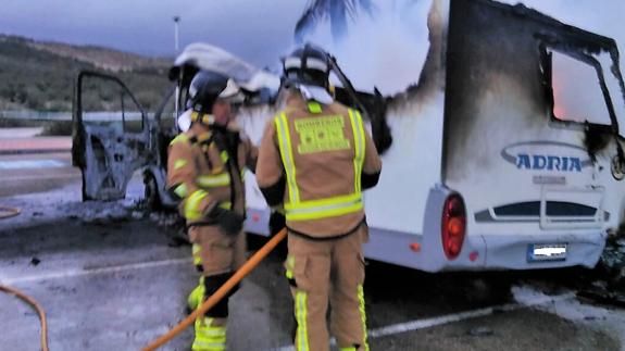 Imagen del incendio de la caravana en Mazarrón