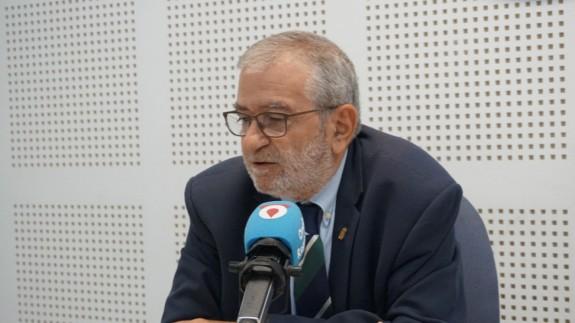 Alberto Castillo en los estudios de Onda Regional. ORM