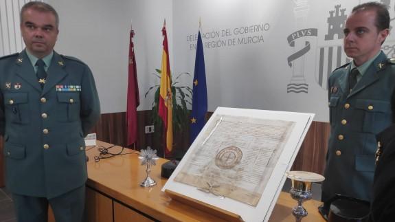 El pergamino, el cáliz y el reliquiario recuperados por la Guardia Civil